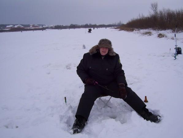 Eisangeln auf einem öffentlich zugänglichen See