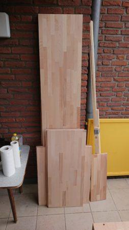 Bearbeitetes Holz auf dem Weg zur Veredelung