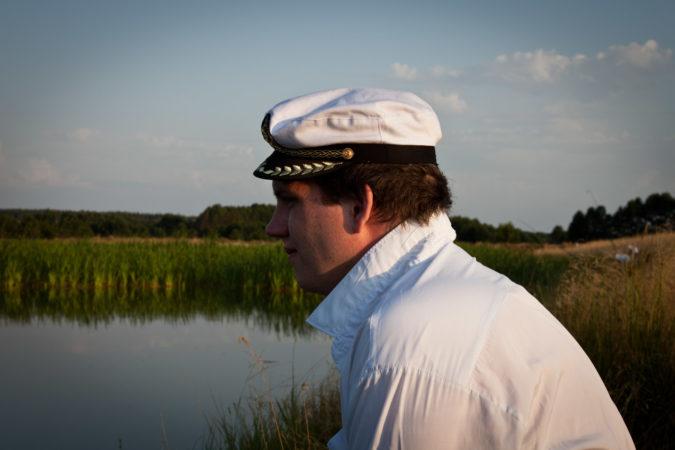 Commander1024 starrt aufs Wasser