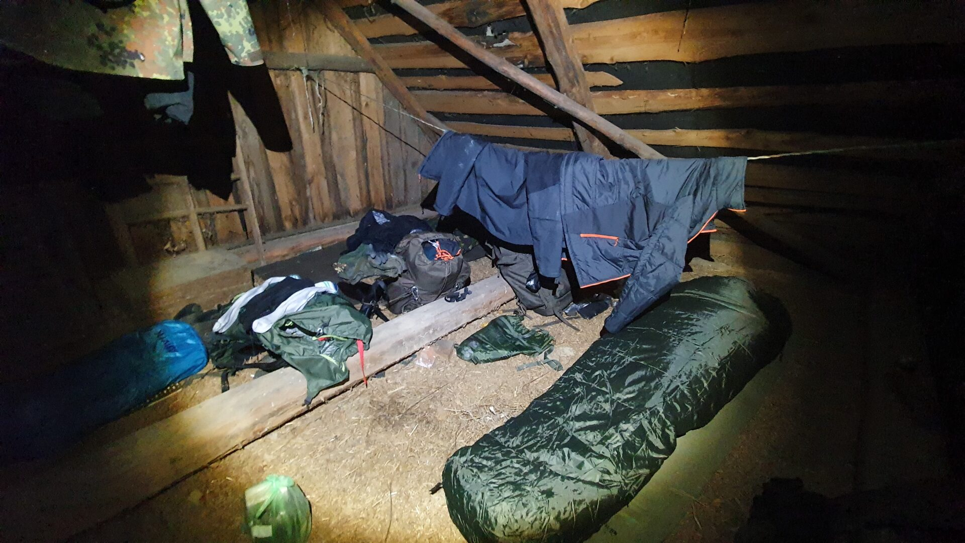 Sleeping place is set up. Good night.