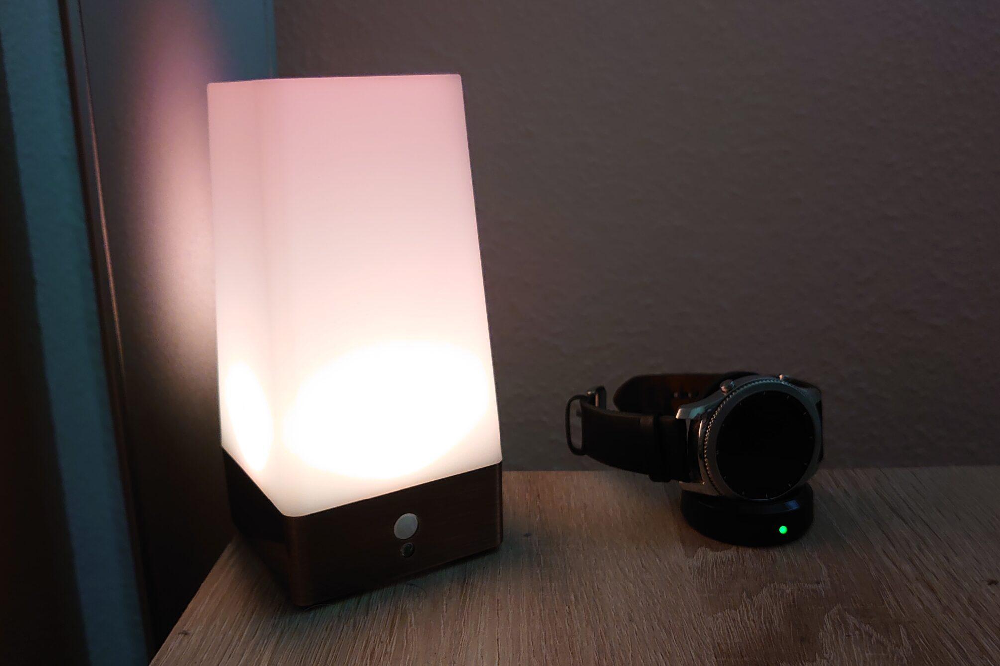 Sleep Phaser v2 Nachtlicht auf dem Nachttisch
